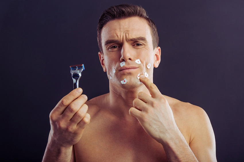 Comment éviter, enlever et soigner les poils incarnés après le rasage ?
