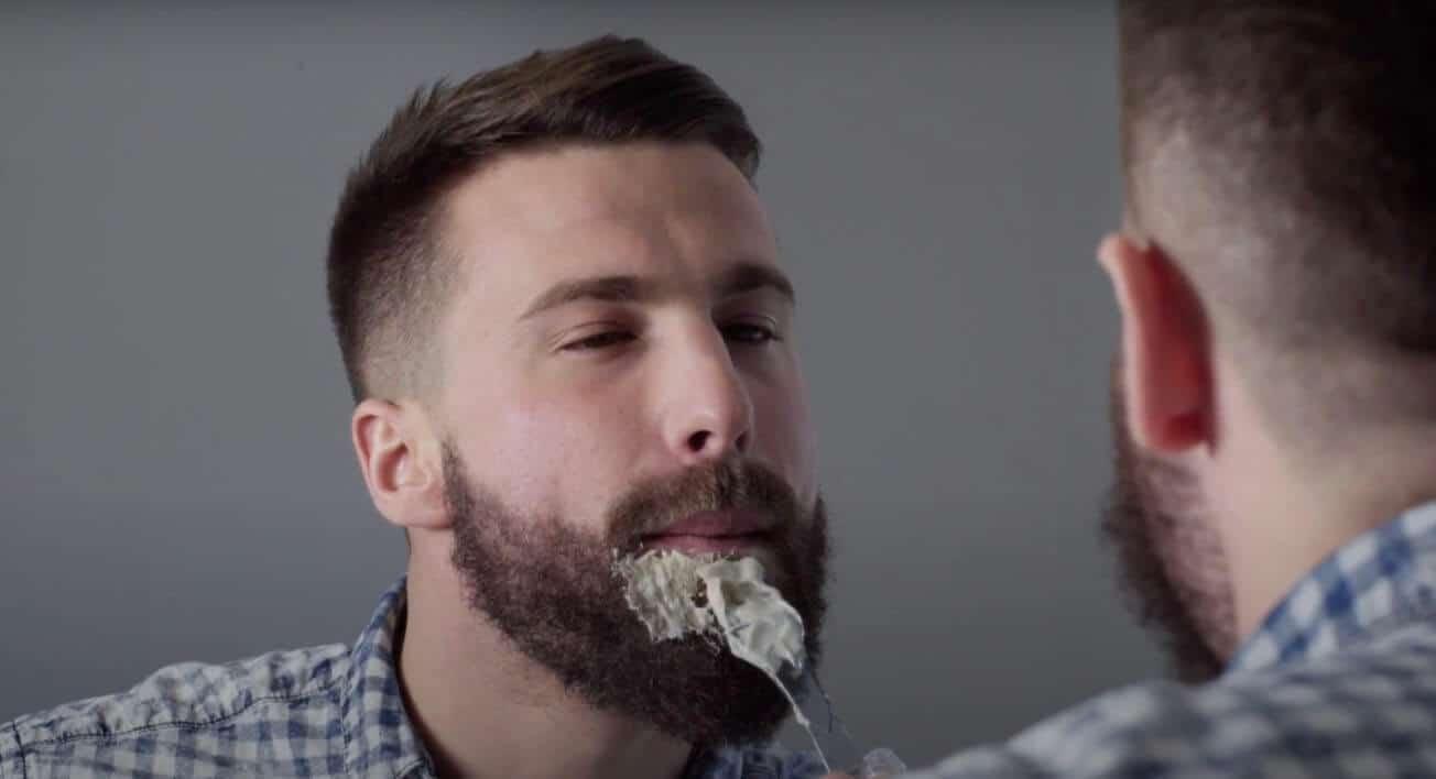 teintre sa barbe step 1 1 - MAN ITSELF - Spécialiste des produits de soin visage, rasage, corps, cheveux, bouche, accessoires et idées cadeaux homme