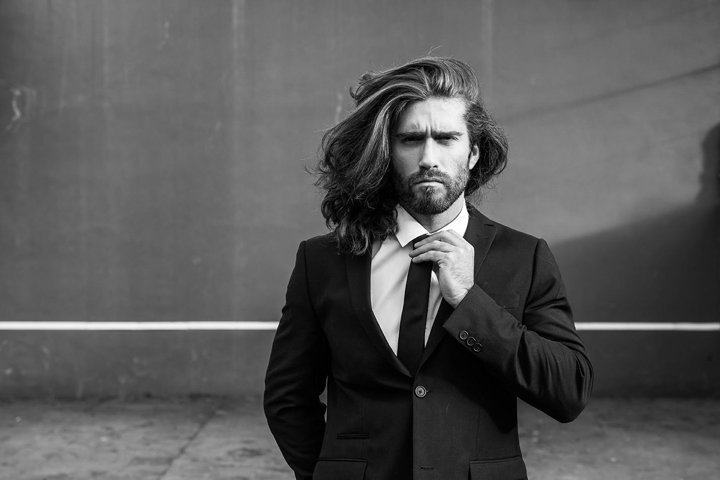 cheveux longs hommes entretenir