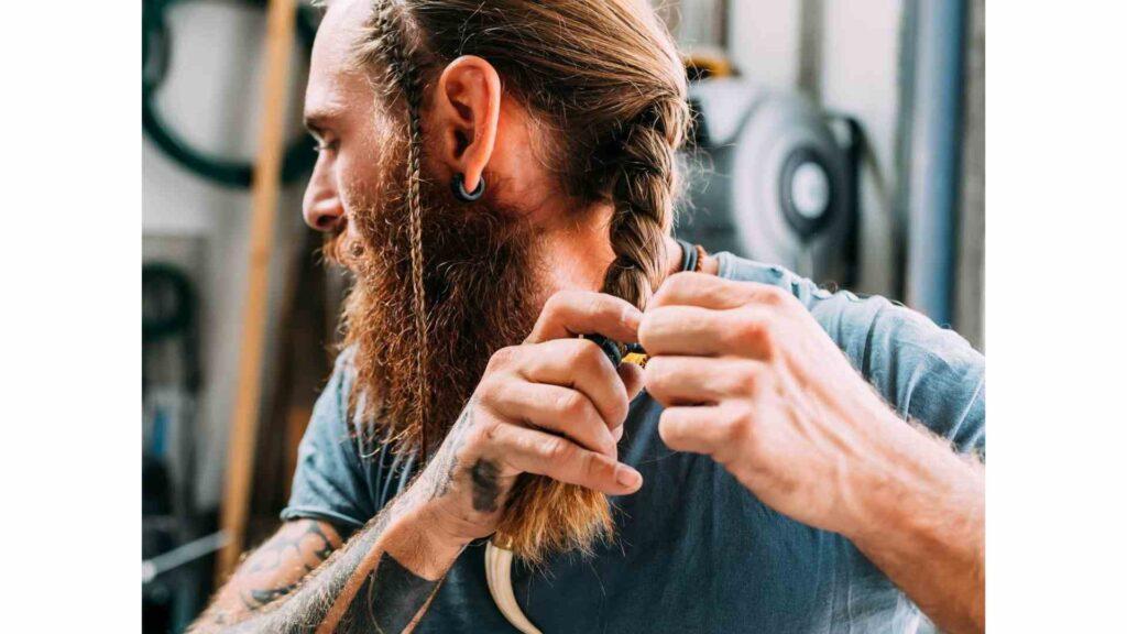 cheveux longs hommes tresses